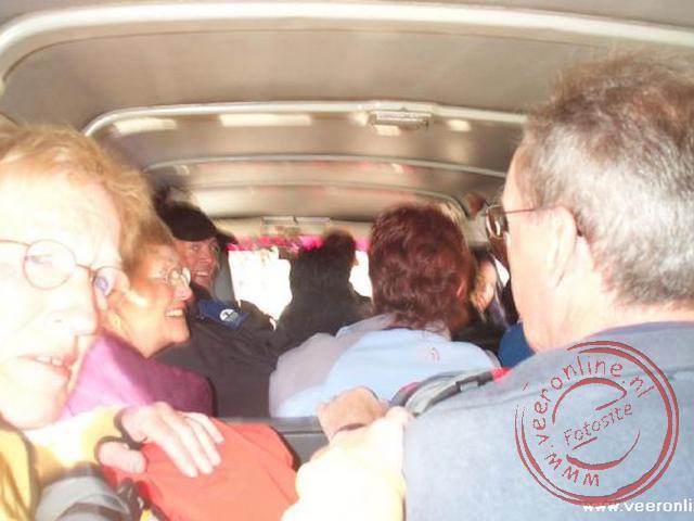 Vanaf Copacabana naar de grens van Bolivia - Peru was het even proppen in het busje. Met alle bagage op het dak en zeventien mensen in een Toyota-busj
