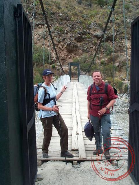 De brug bij kilometer 82 is de officiele start van de Inka-trail