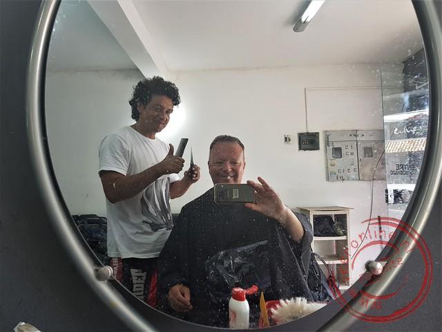 Een knipbeurt bij de kapper in Bonito