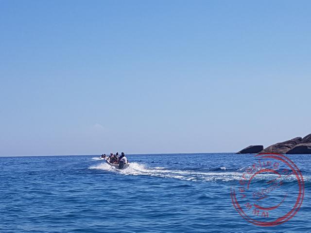 Met de boot keren we weer terug naar het beginpunt van de trekking