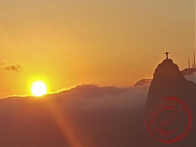 De zon gaat onder in Rio de Janeiro