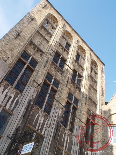 De gevel van huize Ter Buerze is extra hoog opgetrokken. Het handelshuis was de voorloper van de hedendaagse handelsbeurzen