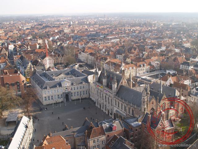 Brugge met het stadhuis op de voorgrond