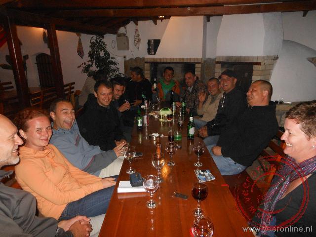 Bulgaarse jongeren komen bijeen bij het hotel