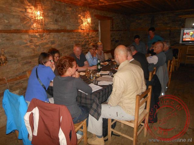 De gezamenlijke maaltijd in het restaurant in Leshten