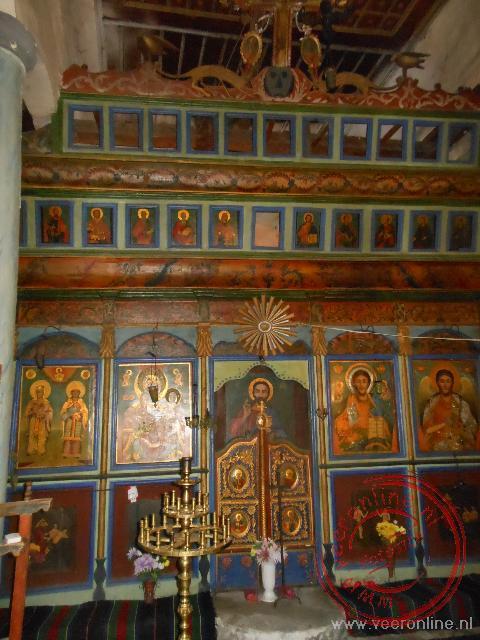 Het mooie interieur van het kerkje van Leshten