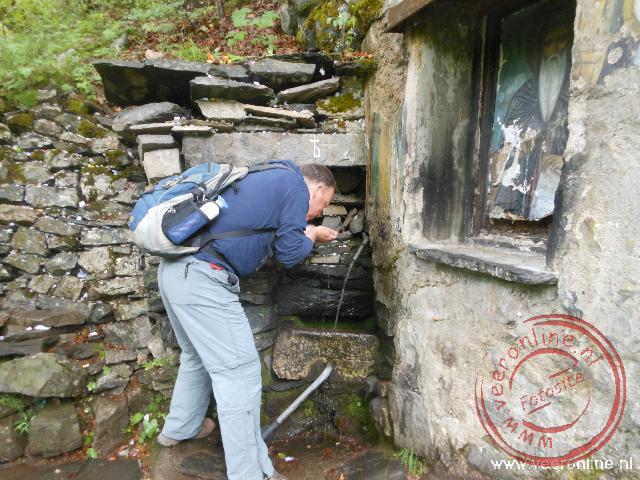 Het heilige water bij de grot van Ivan bij het Rila Klooster