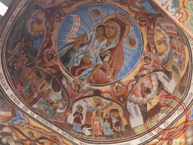De mooie fresco's in het Rila klooster