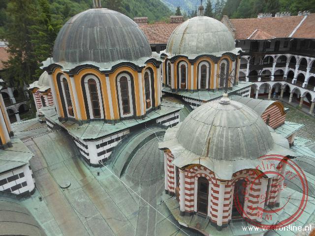Het dak van de Geboortekerk in Rila