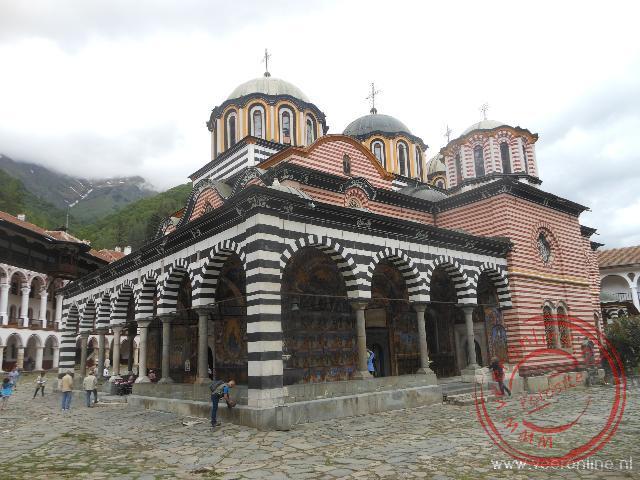 De prachtige geboortekerk in het Rila Klooster