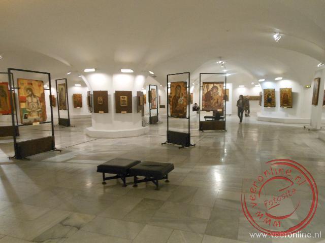 Een tentoonstelling van fresco's onder de Aleksandür Nevskikerk