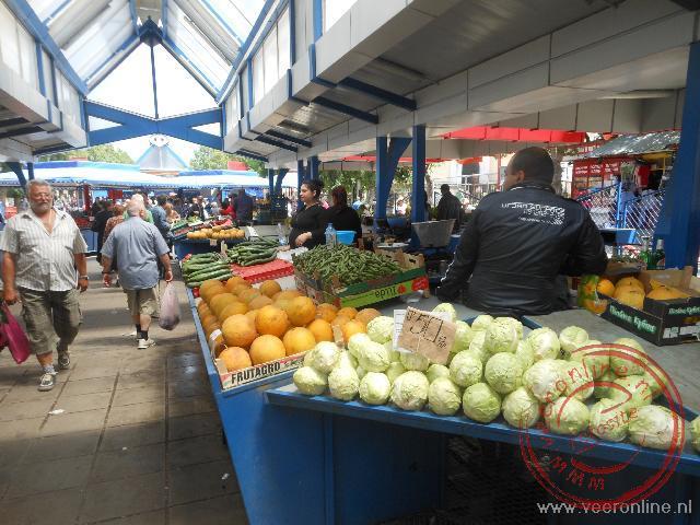 De Zhenski Pazarmarkt (vrouwenmarkt) in Sofia