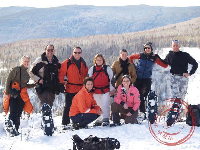 De groepsfoto van de snowshoe-lopers