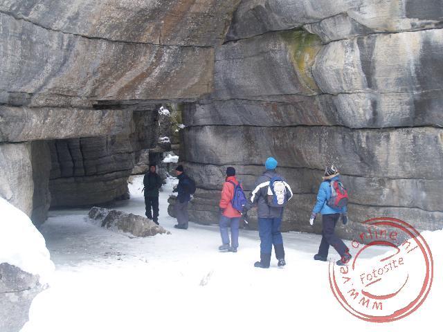 Wandelen in de bevroren canyon