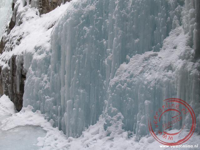 Prachtige ijspartijen in de Maligne Canyon