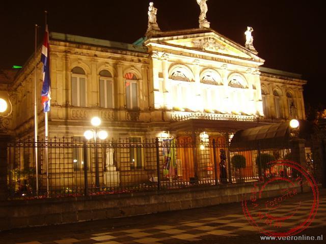 Het theater bij avond