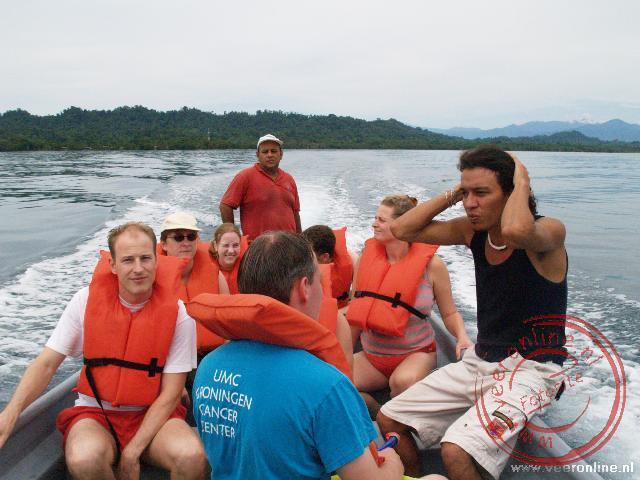 Met de boot naar de koraalriffen