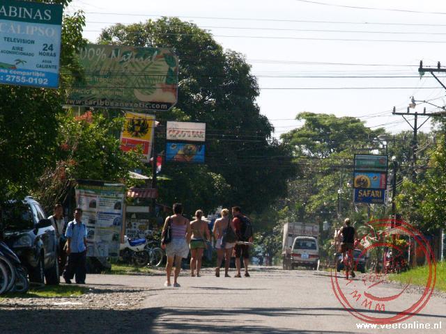 De hoofdstraat van Cahuita