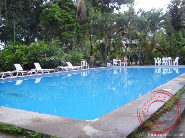 Het zwembad bij het resort in Cahuita