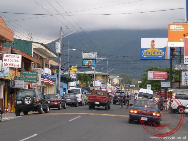 De hoofdstraat van La Fortuna