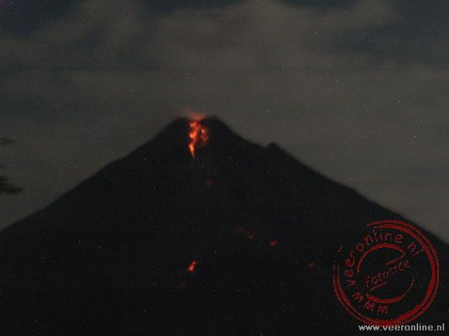 De Arenal vulkaan toont een prachtig schouwspel