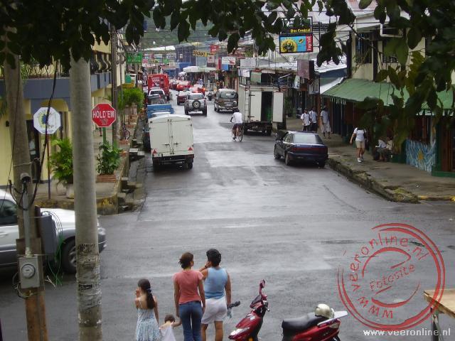 De hoofdstraat van Quepos