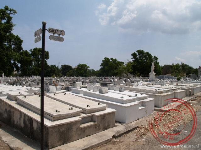 Met ongeveer 800.000 graven is de Cementerio de Colón één van de grootste begraafplaatsen van Latijns Amerika