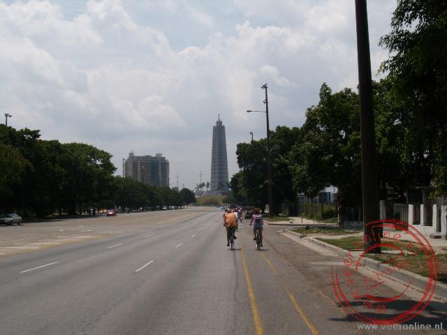 De stervormige obelisk op de Plaza de la Revolutión markeert het Memorial van José Marti.