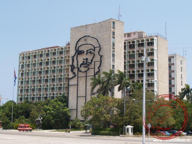 De afbeelding van Ché Guevara op het ministerie van binnenlandse zaken op het Plaza de la Revolutión