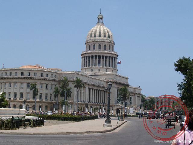 Het Capitolio Nacional aan het Parque Central is een kopie van het Capitool in Washington