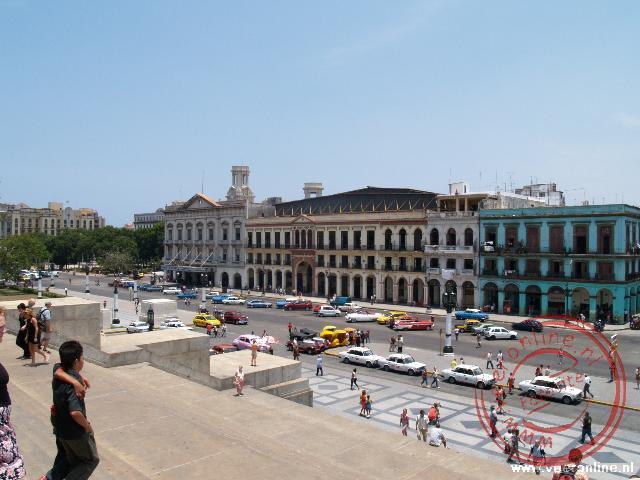 Het plein voor het Capitolio Nacional