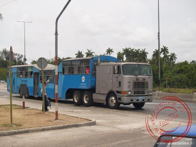 De omgebouwde Metro-bus fungeert als bus in Havana
