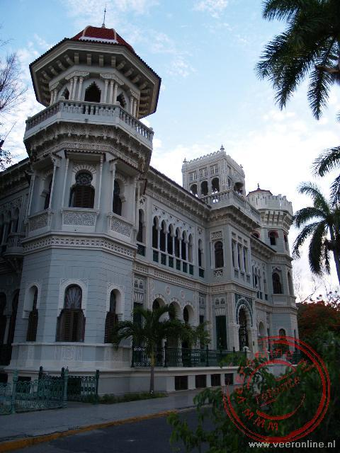 Het Palacio Valle staat op de Punta Gorda, de landtong in de Baai van Cienfuegos