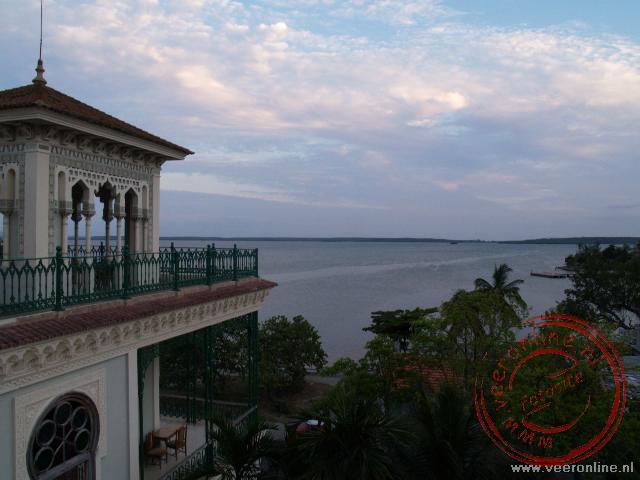 Uitzicht over de baai Cienfuegos