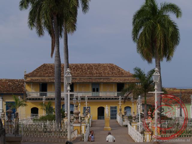 De koloniale gebouwen rond het Plaza Mayor in Trinidad