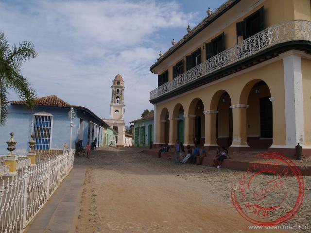 De Plaza Mayor met op de achtergrond de Iglesia y Convento de San Francisco