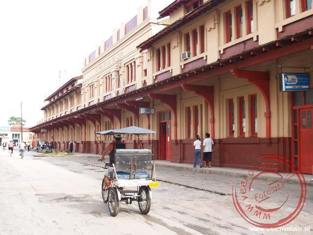 Het station van Camagüey tegenover het hotel