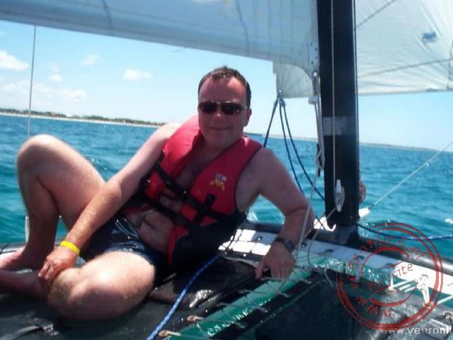 Met een katamaran zeilen op zee