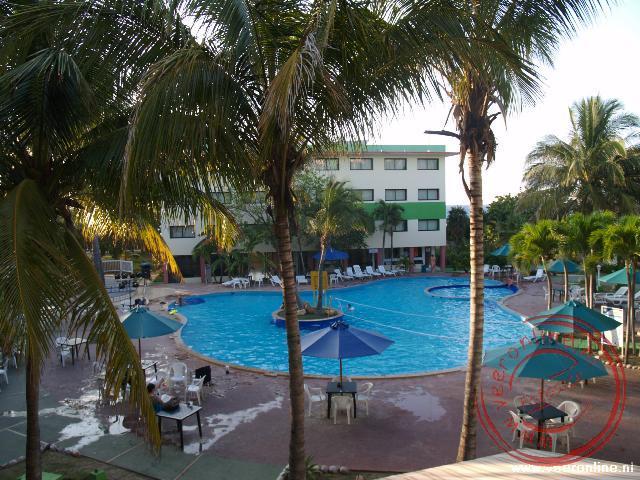 Het zwembad bij het hotel in Varadero