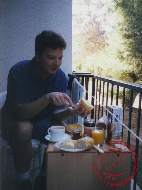 Het ontbijt op het kleine balkonnetje
