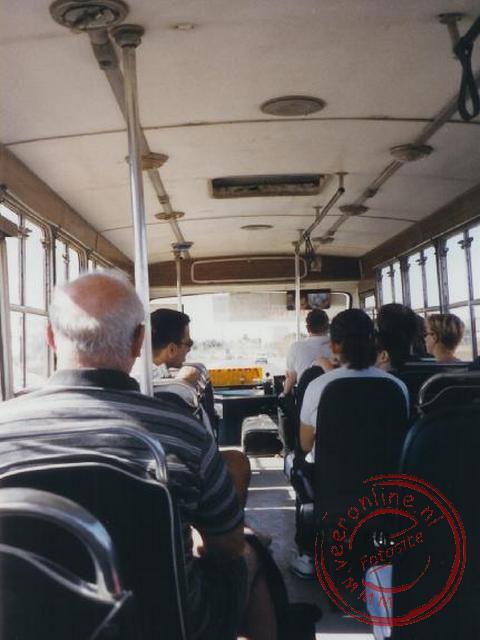 Met de plaatselijke bus naar Larnaca.