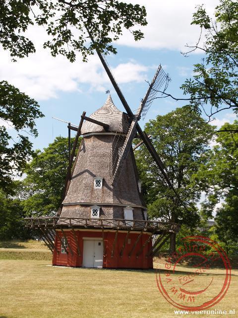 Een molen binnen de omheining van de Kastellet