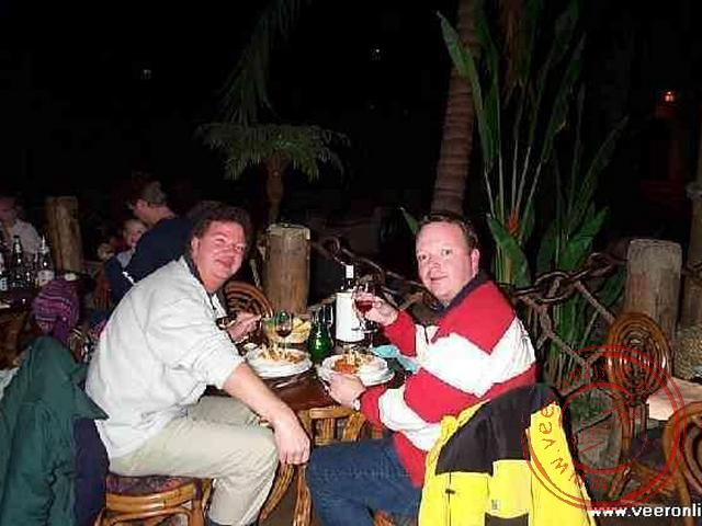 Dineren in het Blue Lagoon Restaurant, gelegen in het hart van de attractie Pirates of the Caribbean.