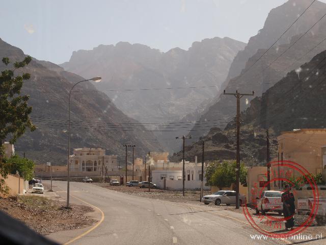 Onderweg op weg naar het plaatsje Ar Rustaq in Oman