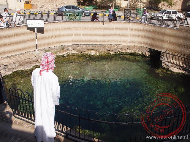 Het water in de hotsprings in Ar Rustaq is 45 graden