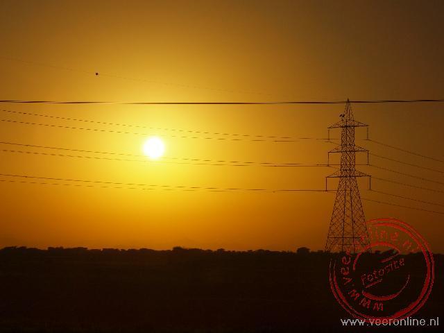Een prachtige zonsondergang in Oman