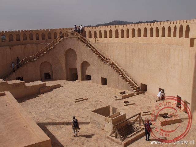 De grote brede toren van het Nizwa fort