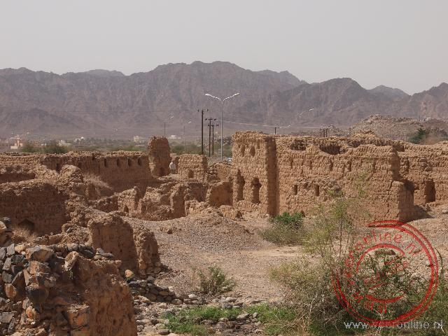 De stad Tanuf is in de strijd met de Sultan van Muscat in 1959 volledig gebombardeerd en sindsdien verlaten