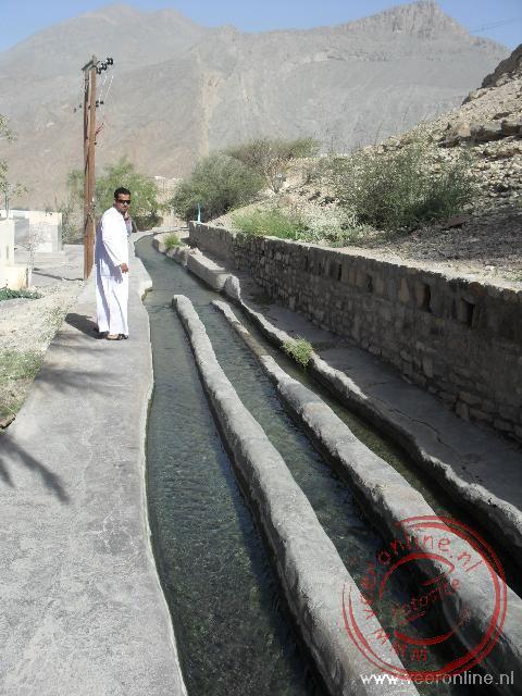 De gescheiden waterkanalen van Birkat al Mawz