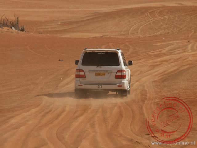 Met een landcruiser door de Wahiba Sands in Oman